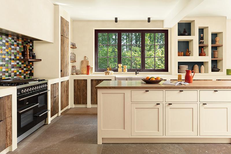 Neutraal off-white in de keuken zonder in te boeten aan warmte