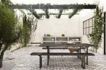 Creëer een oase van rust in de binnenkoer met natuur geïnspireerde verfkleuren