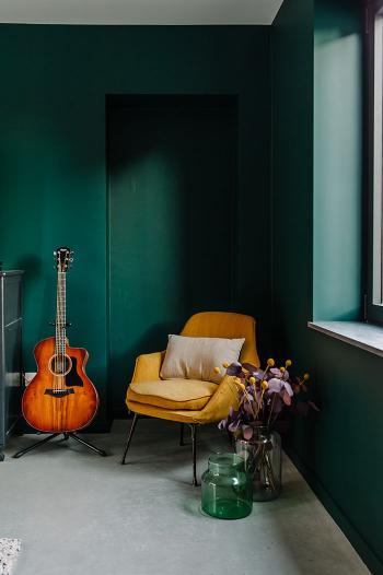 Geef pit aan je ruimte met donker groen