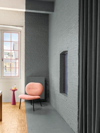 Kleurvlakken geven een speelse toets aan de woonkamer