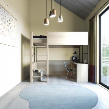 De kastenwand en de radiator mee schilderen met de kleur van de muur = rust en brengt verruimend effect