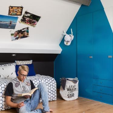 Schilder je kamer blauw en wit