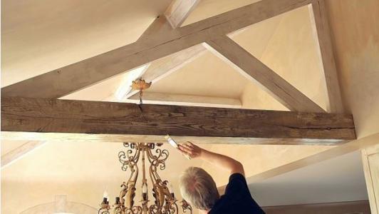 Plafondbalken schilderen: stappenplan