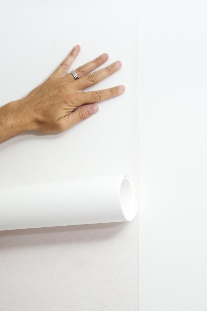 Behangen met vliesbehang: kleef de volgende strook goed aansluitend tegen de rand van de vorige strook