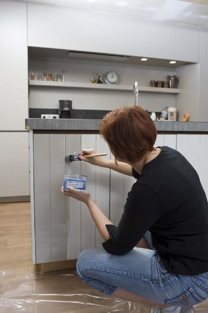 MDF schilderen: werk af met één à twee lagen watergedragen lak